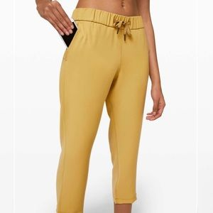 """Lululemon On the Fly Crop *Woven 23"""" Vintage Gold"""